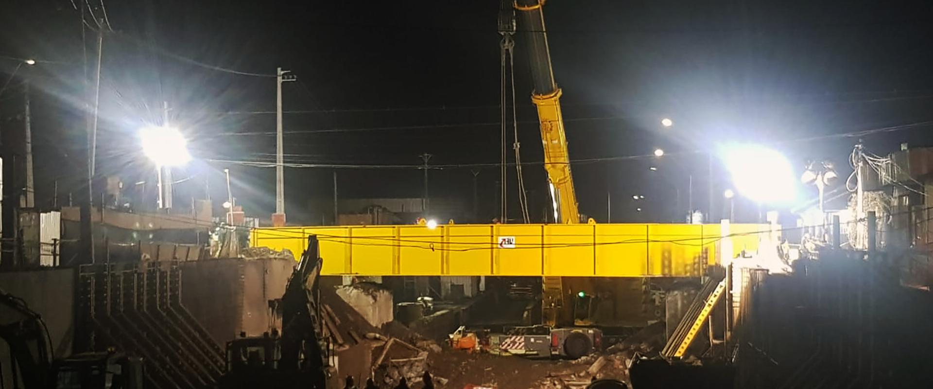 foto nocturna paso bajo nivel freire con nuevo puente ferroviario
