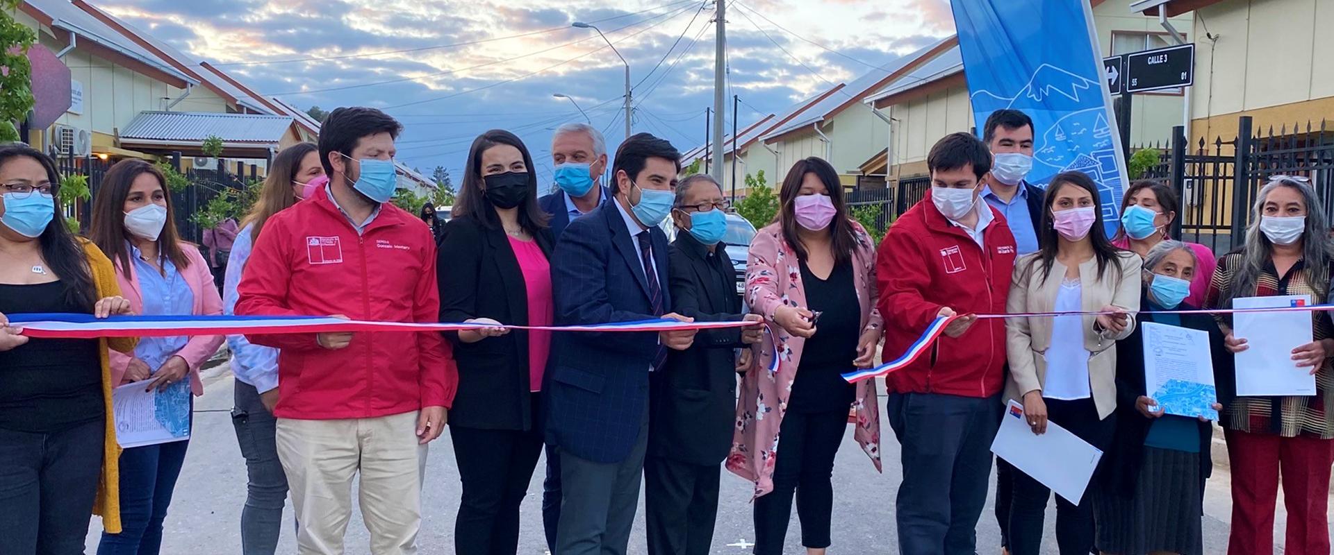familias y autoridades cortan cinta tricolor para inaugurar villa altos del bosque